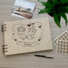 Дерев'яний фотоальбом з гравіюванням Близнюки