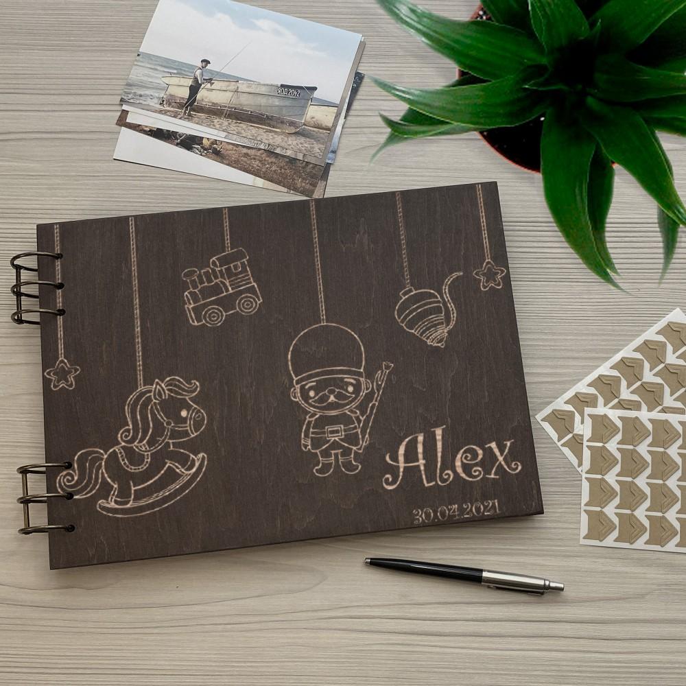 Дерев'яний фотоальбом з гравіюванням Boy