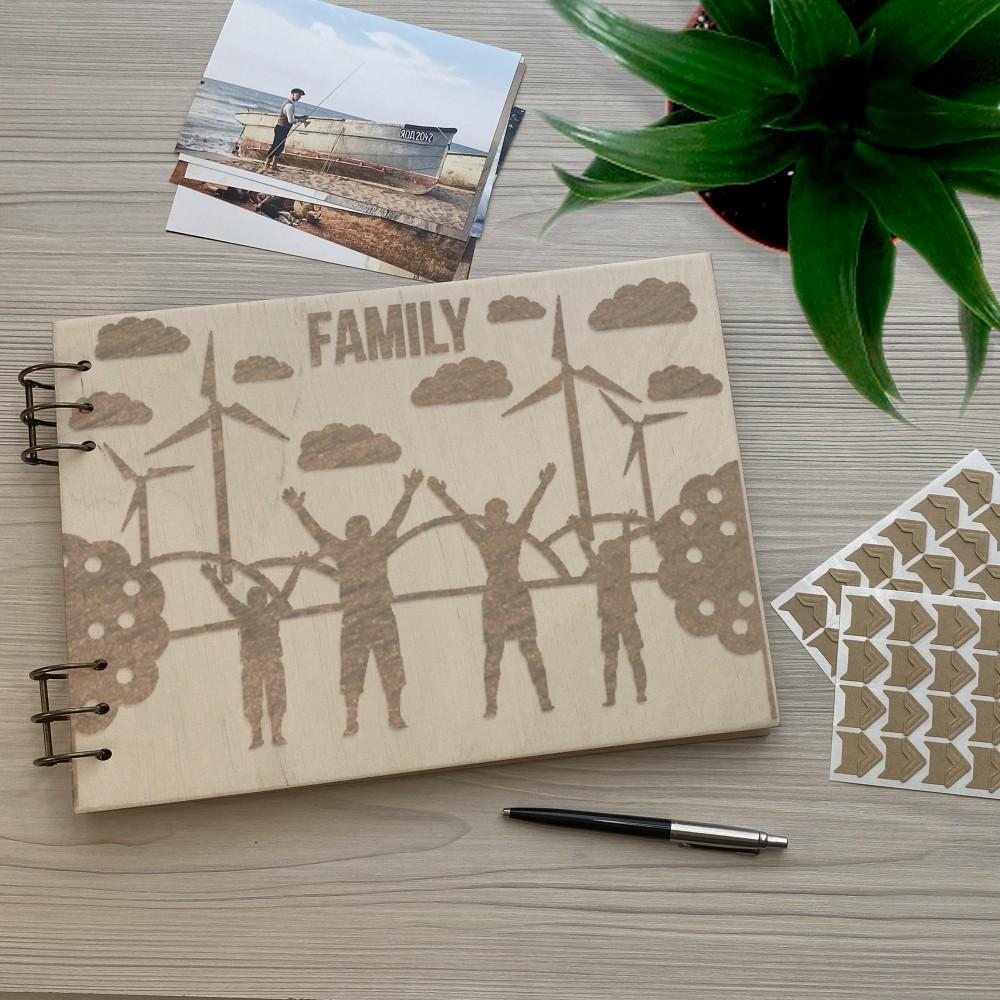 Дерев'яний фотоальбом з гравіюванням Family