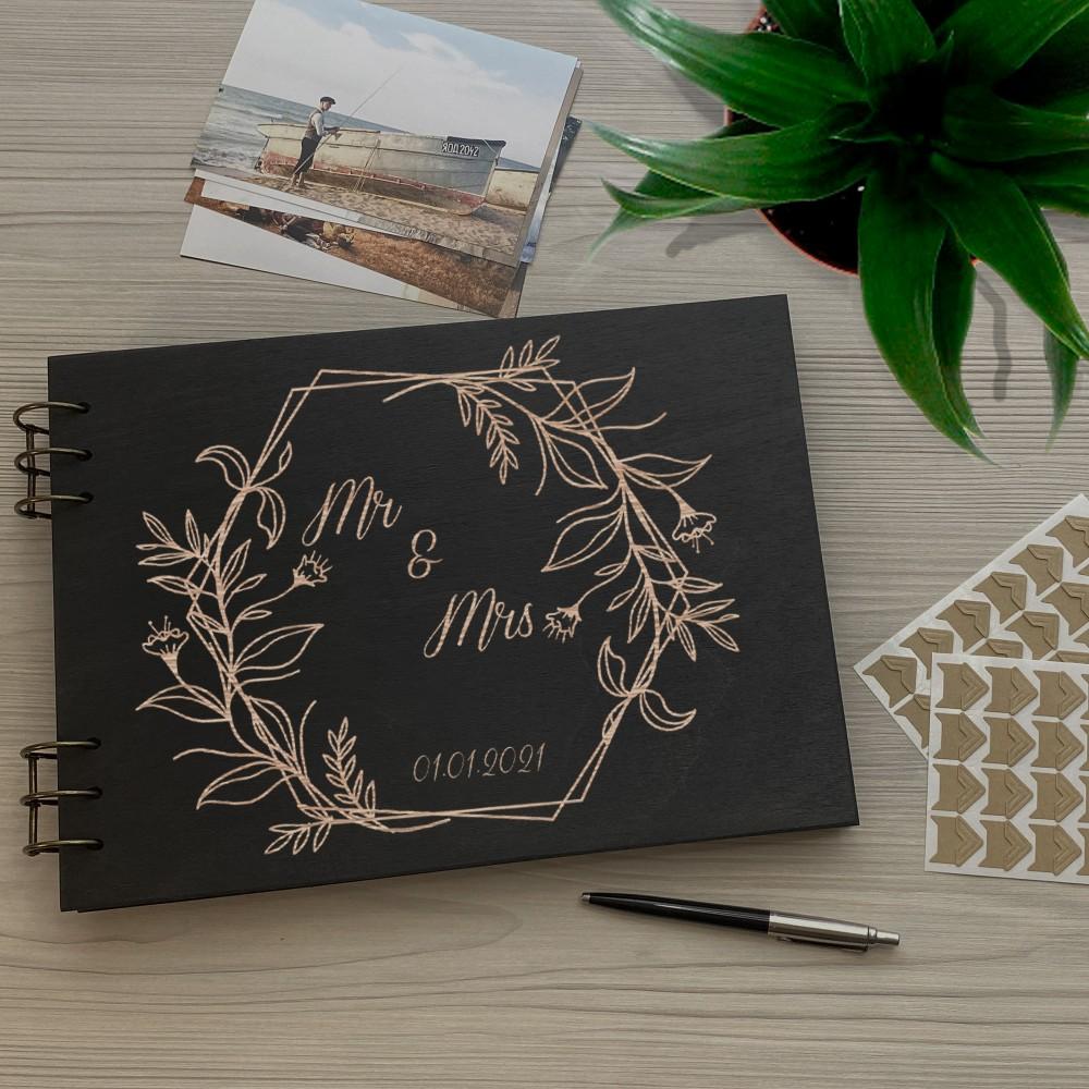 Дерев'яний фотоальбом з гравіюванням Mr&Mrs