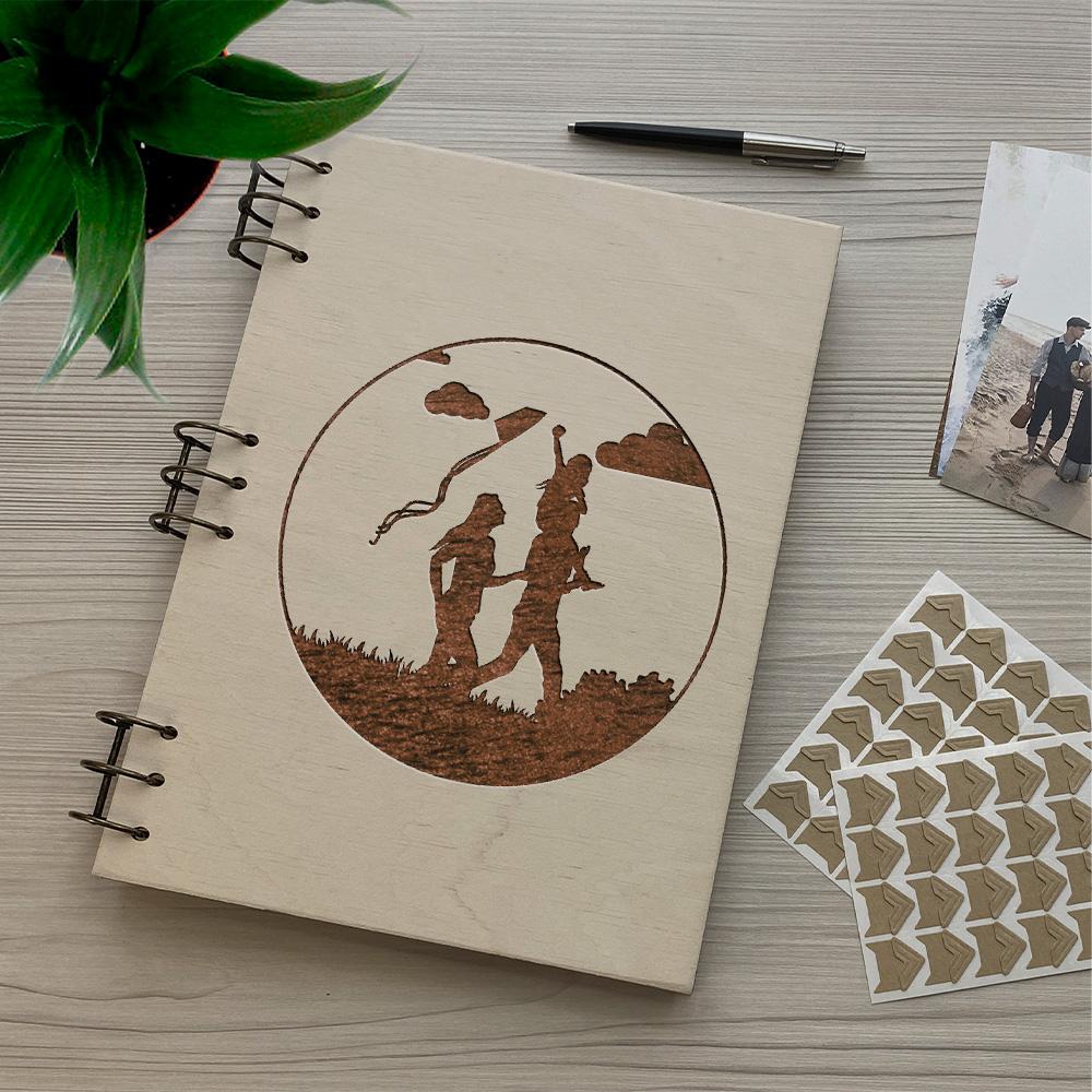 Дерев'яний фотоальбом з гравіюванням Пікнік