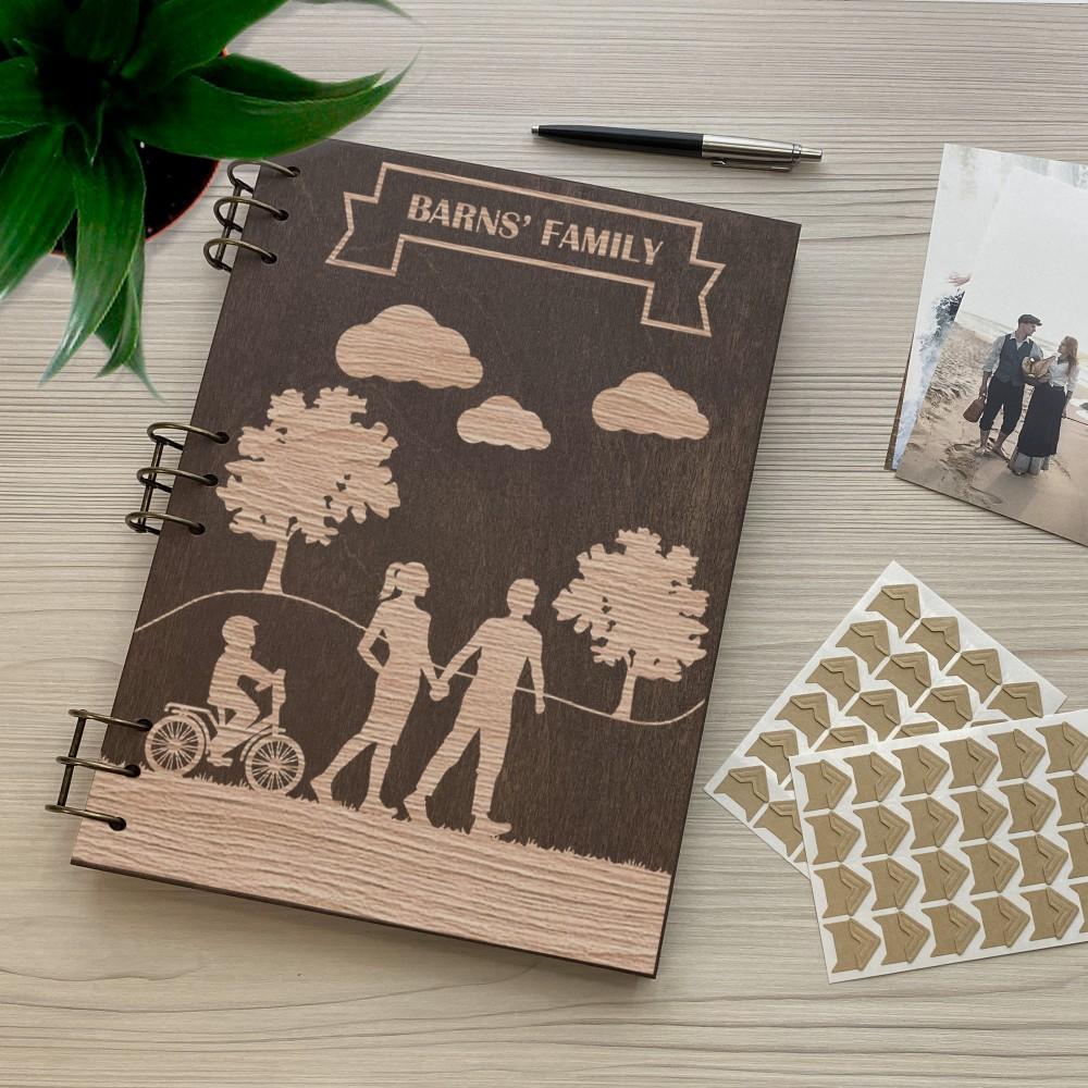 Дерев'яний фотоальбом з гравіюванням Прогулянка