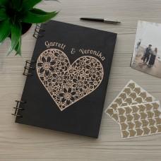 Дерев'яний фотоальбом з гравіюванням Серце з квітів