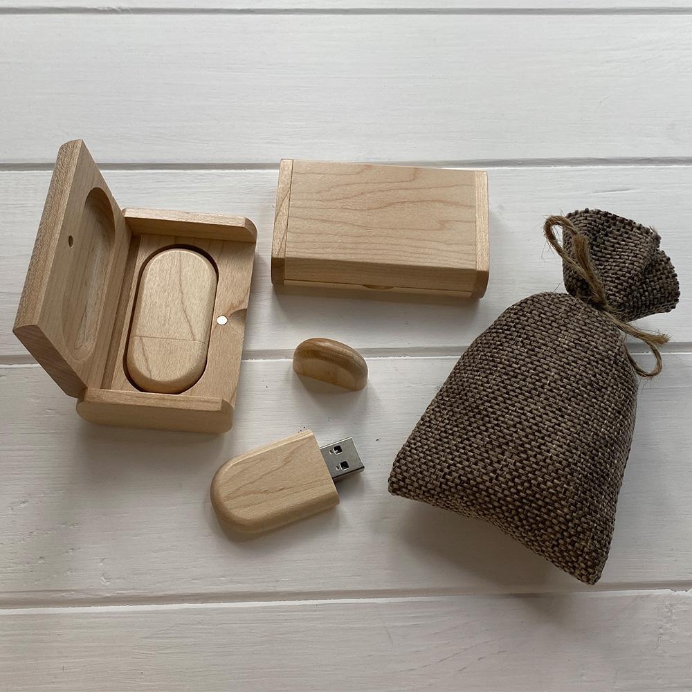 Флешка з дерева в шкатулці