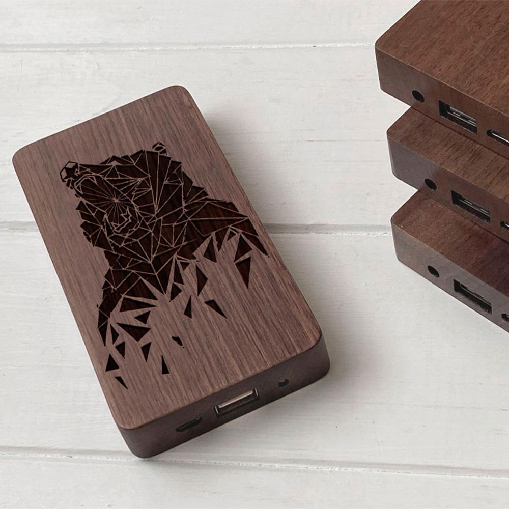 Повербанк з дерева та гравіюванням Bear
