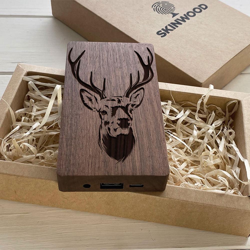 Повербанк з дерева та гравіюванням Deer