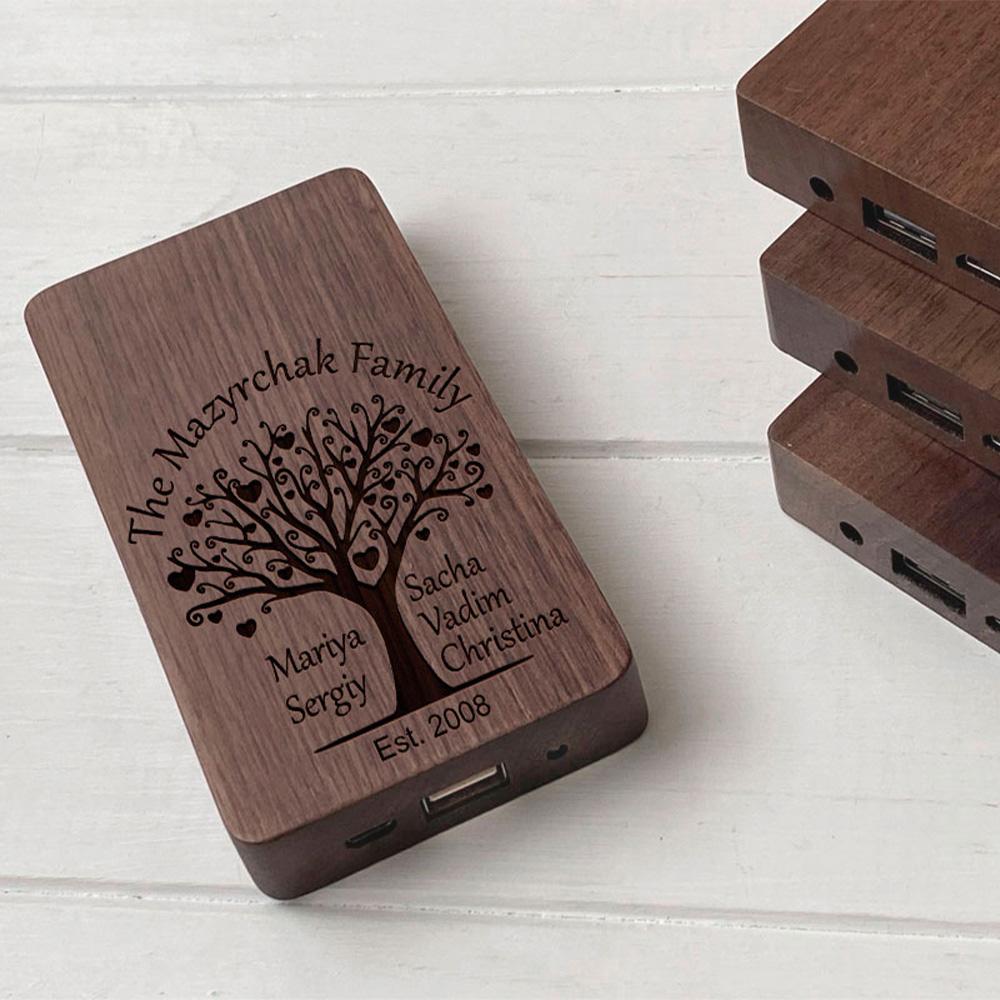 Повербанк з дерева та гравіюванням Family-tree