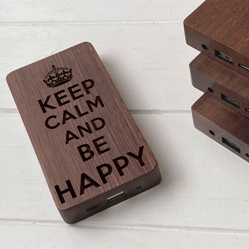 Повербанк з дерева та гравіюванням Happy