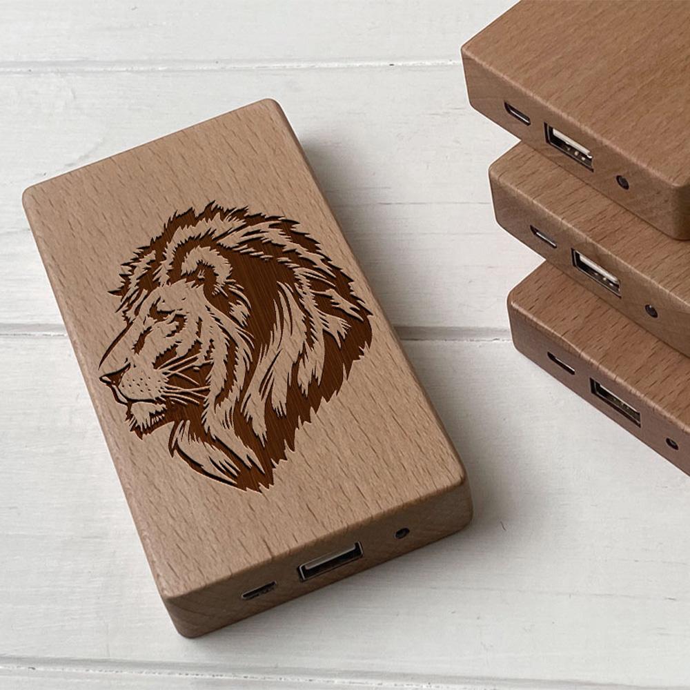 Повербанк з дерева та гравіюванням Lion