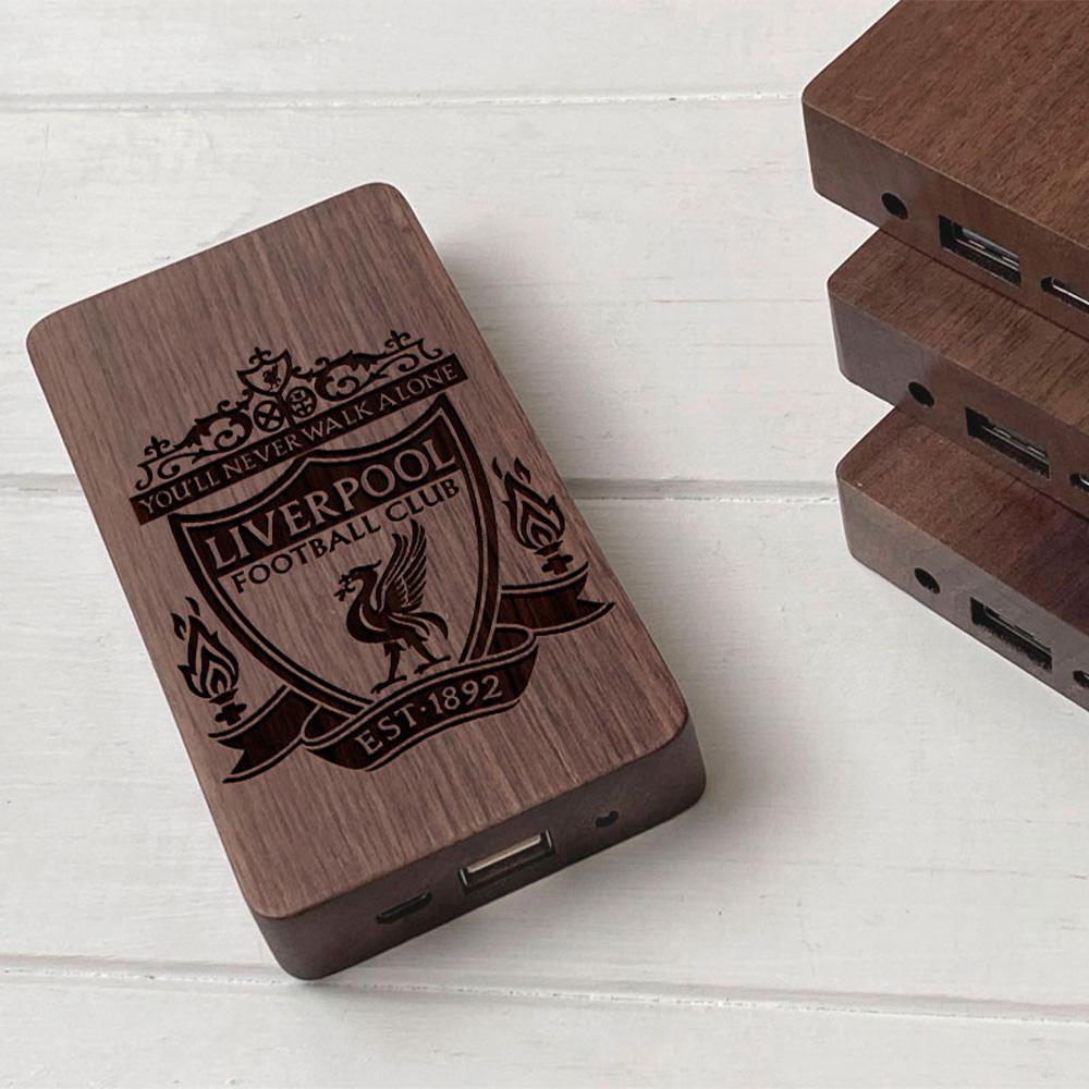 Повербанк з дерева та гравіюванням Liverpool