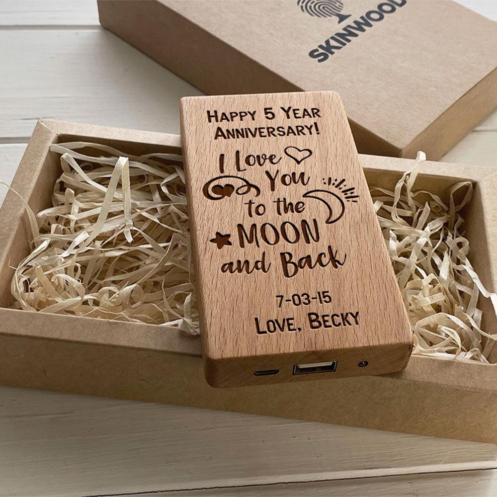 Повербанк з дерева та гравіюванням Love-moon