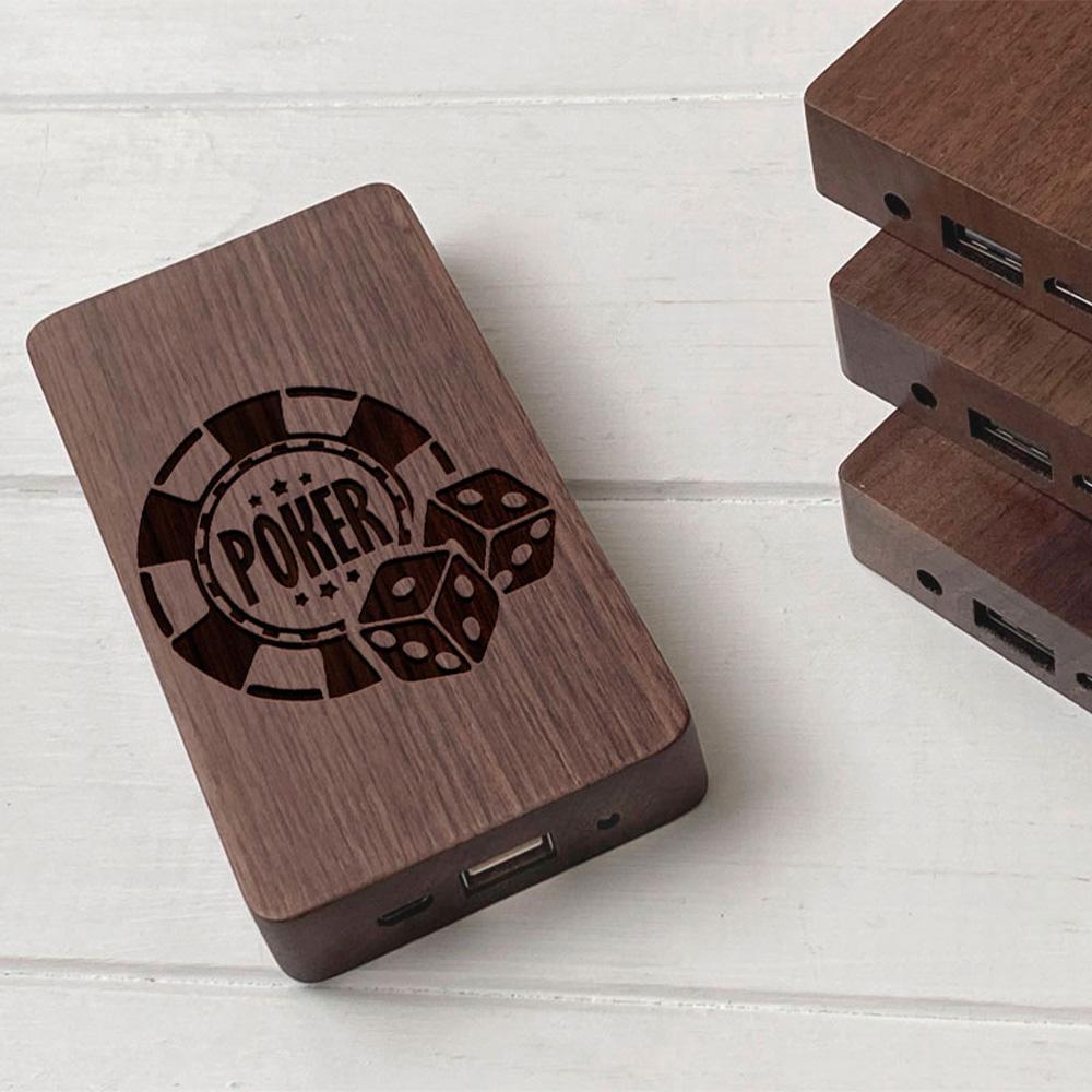 Повербанк з дерева та гравіюванням Poker